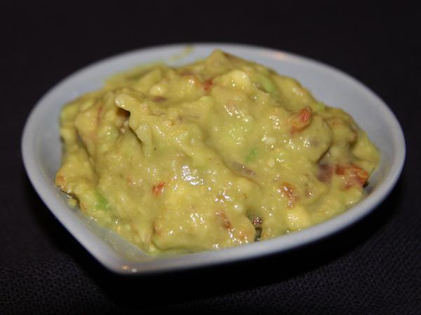 Salsa guacamole con cipolla d tropea