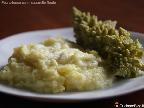 Patate lesse con mozzarella filante