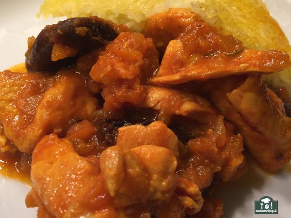 Pollo alle prugne con riso tadig