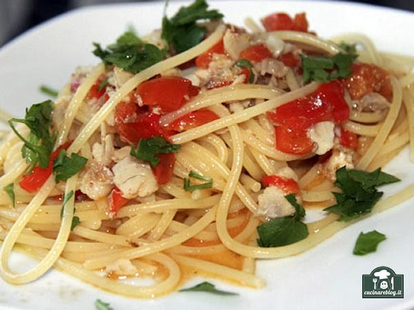 Spaghetti con triglie e peperoni