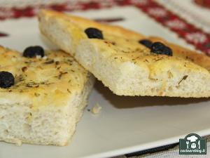 Focaccia con olive cipolle e patate pugliese