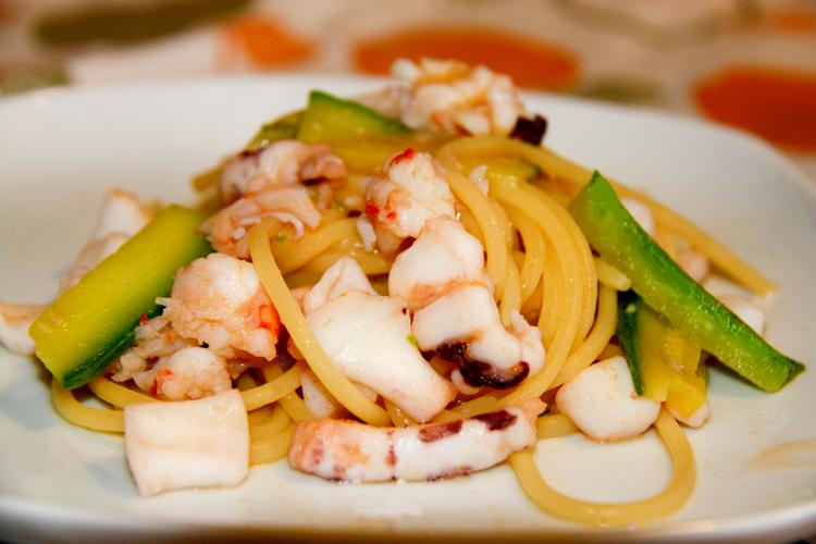 Spaghetti mazzancolle calamari e zucchine